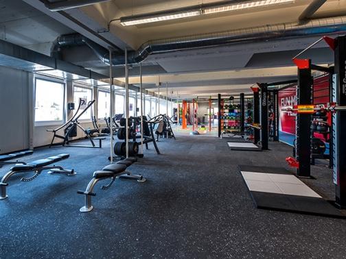 suelo entrenamiento funcional, suelo sala pesas, suelo fitness