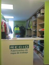 Exposición ropa de trabajo y uniformes RECIO