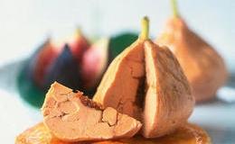 Fantasía de Foie con higos enteros caramelizados al vinagre de Jerez.