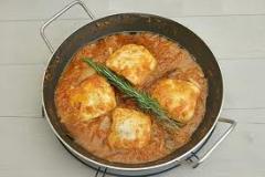 Lomos de merluza con salsa de tomate