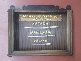 Vitrina mini, con juego de Katanas