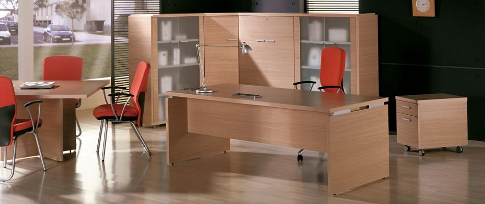 Muebles de oficina baratos: mesa modelo Alba y sillas de oficina