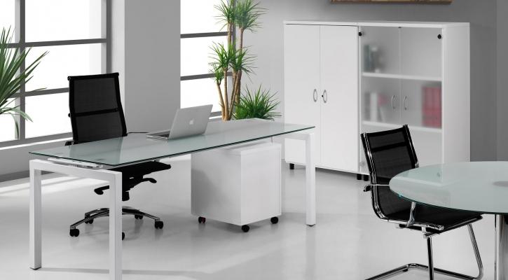 Muebles de oficina baratos: armarios metálicos y mesa de oficina moderna