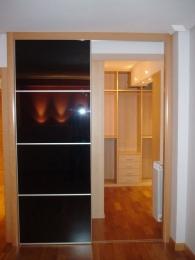 Interior de armario a medida en maple de 19 mm...