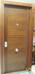 Puerta blindada Modelo H en sapelly rameado