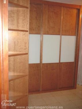 Frente de armario 06 en l chapa de cerezo y cristal blanco puertas garcisanz - Armario en l ...