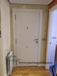 Puerta blindada Lacada en blanco Mod. 8-P