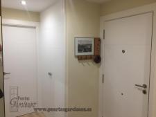 Puerta blindada Lacada en blanco Mod. 5-P