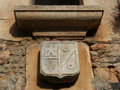 El escudo fachada principal