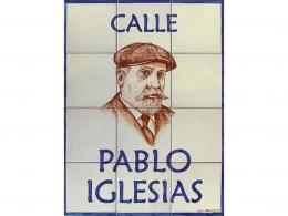Mural azulejos de cerámica nombre de calle con retrato
