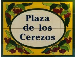 Rótulo de azulejos de cerámica para plaza