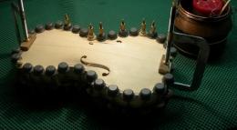 Imagen de la fabricación de un violín