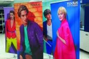 L-banner textiles de lucidos colores