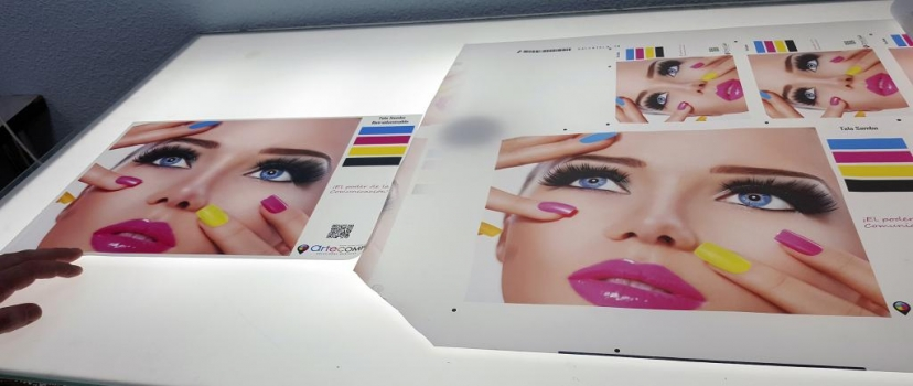 las impresiones que van retroiluminadas hay que tender a saturar las imagenes ya que al aplicar la luz quedarían muy lavadas si las hemos impreso sin tener en cuenta esto