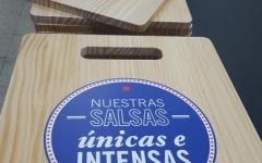 Tablas de madera de cortar decorativas con tinta blanca